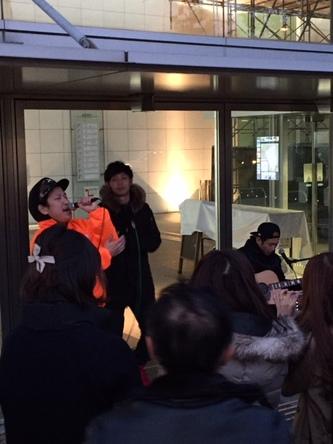 1月22日@大阪・西成区役所前広場 (okmusic UP's)