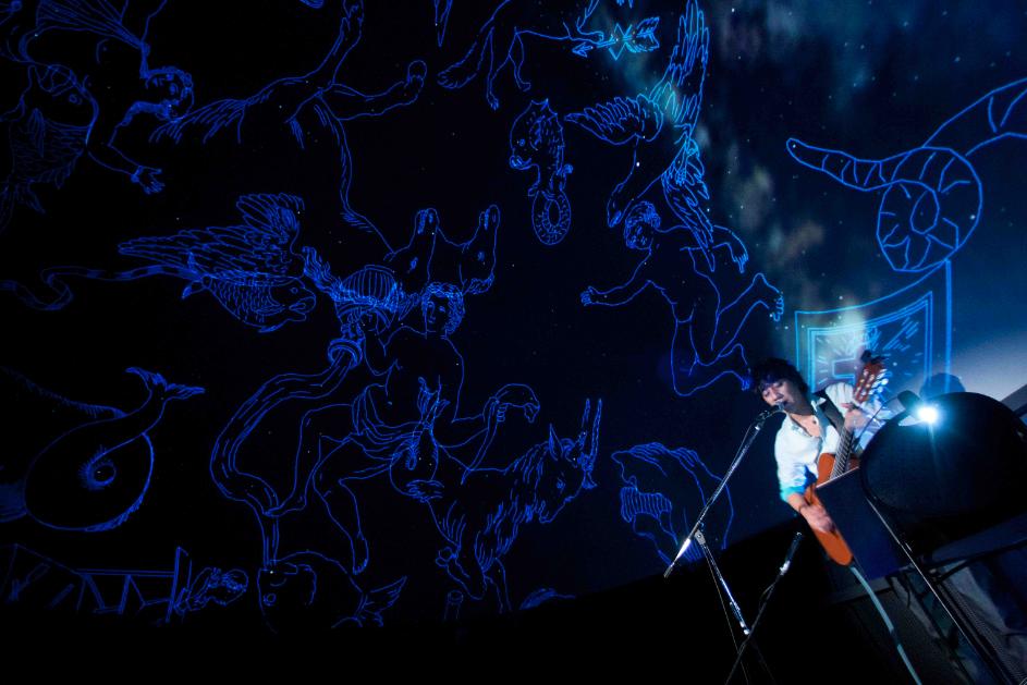 新規会員登録山崎まさよしがシングル「アルタイルの涙」リリース記念プラネタリウムライブを開催