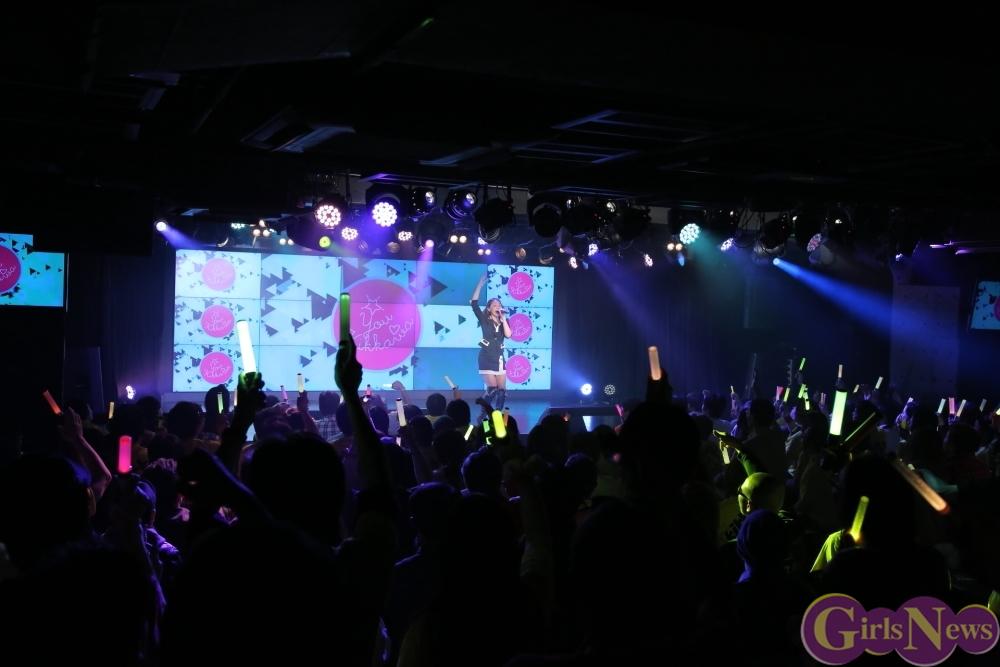 吉川友 AKIBAカルチャーズ劇場の定期ライブで新曲「URAHARAテンプテーション」と「いいじゃん」の2曲を初披露!