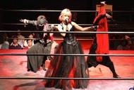 魔界少女拳による総合ライブショー「魔界」に女性ギタリストmi-yaが登場