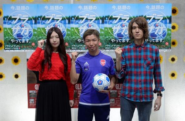 GLIM SPANKY×ブラインドサッカー日本代表 公式ソング発表会 記者会見集合写真 (okmusic UP's)
