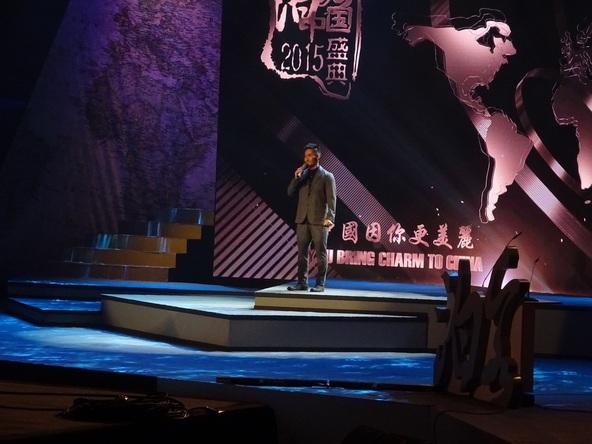 11月11日、中国の北京で開催された文化交流イベントにて日本語で歌唱パフォーマンスを披露 (okmusic UP's)