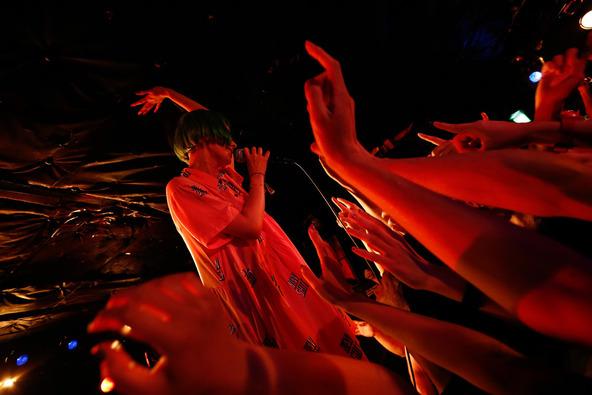 下北沢SHELTERで開催した200人限定のプレミアライヴ (okmusic UP's)