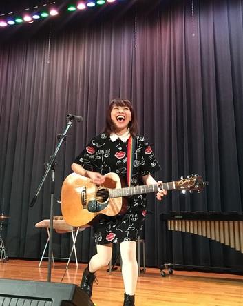 12月24日(木)、Sakuが母校の高校にてクリスマスライブを実施 (okmusic UP\'s)