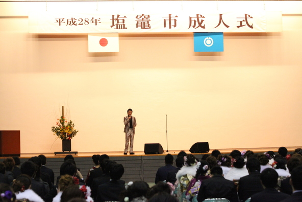 HOUND DOGの大友康平が地元でもある宮城県塩釜市の成人式にサプライズ登場 (okmusic UP's)