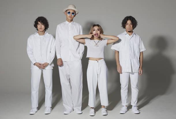 L→R 真田 徹(Gu)、村山 努(Ba)、黒田秋子(Vo&Key)、彦坂 玄(Dr)