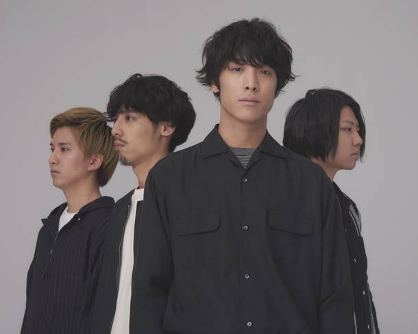 L→R 木村雅人(Dr)、広瀬臣吾(Ba)、井上竜馬(Vo&Key)、服部栞汰(Gu)
