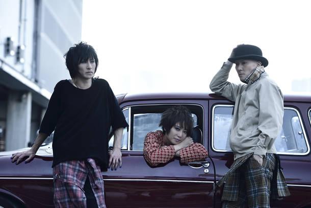 L→R HIROSHI(Dr)、TAMA(Vo)、MASASHI(Gu)