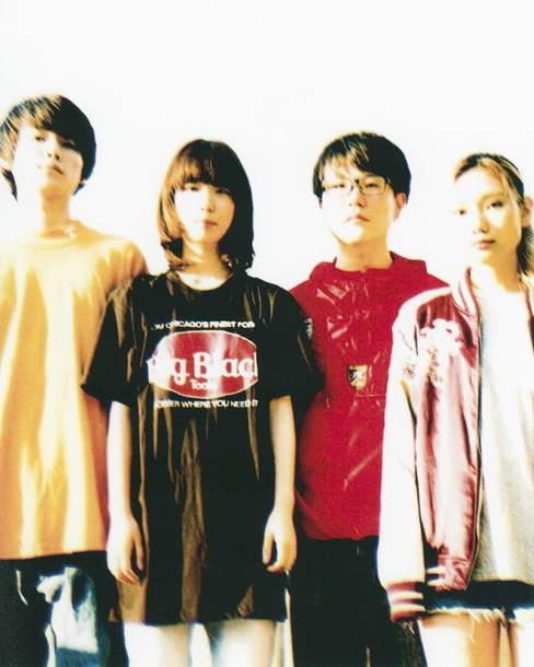 L→R 小室ぺい(ギボ)、やぎひろみ(ジャズマスター)、松島早紀(ベイス オン ベイス)、岩方ロクロー(ドラムス)