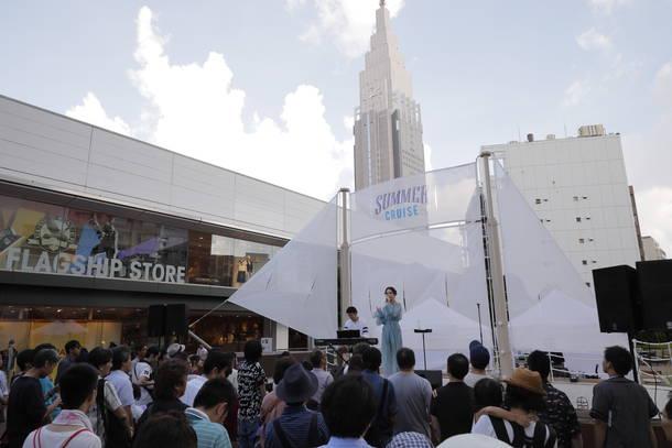 7月29日@新宿サザンテラス広場 <写真2>