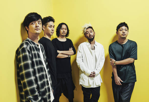 L→R YAMATO(Vox)、NAOTO(Gu)、YOH(Ba)、RYO(Vox)、HIROKI(Vox)