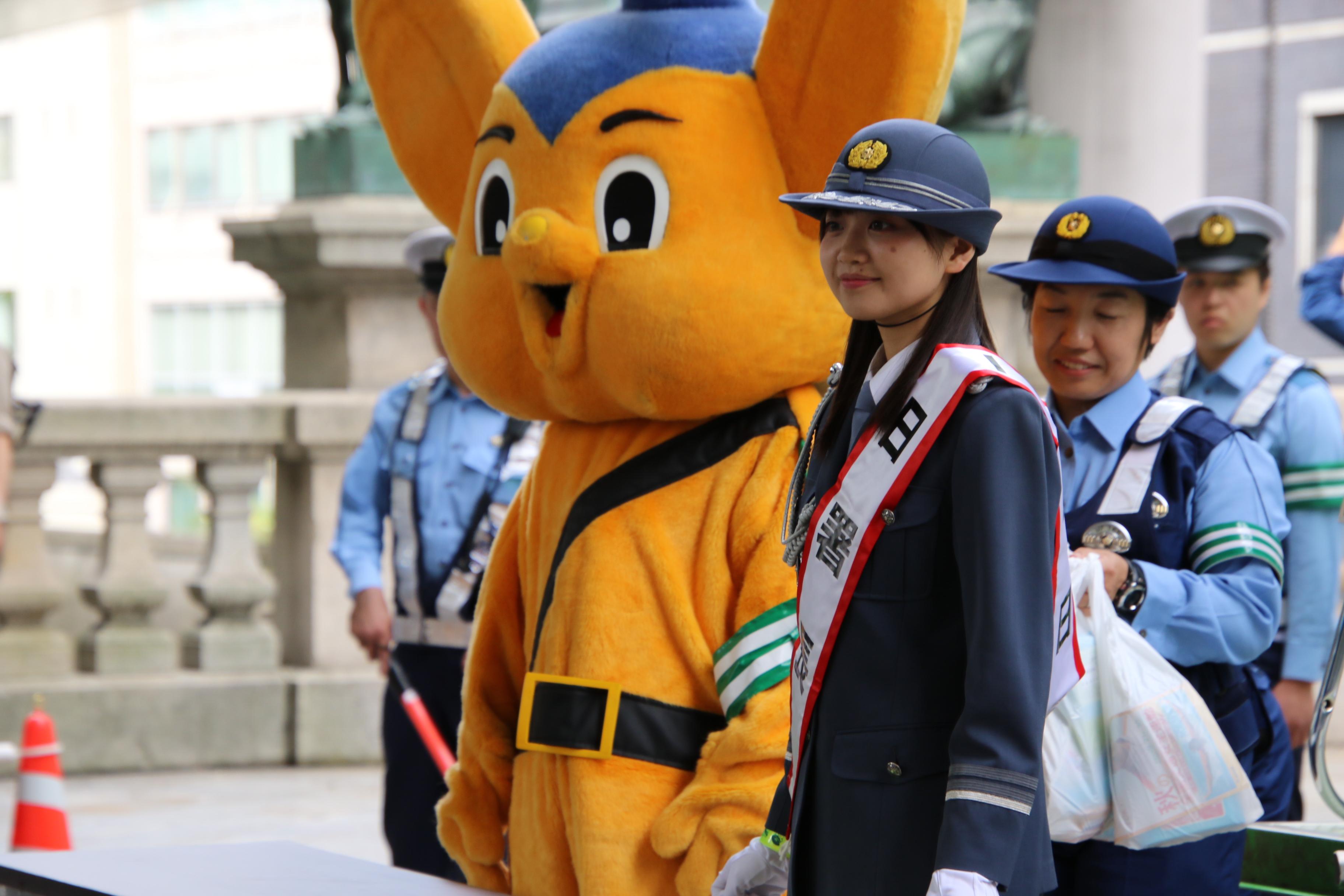 稲垣香織一日警察署長とピーポくん