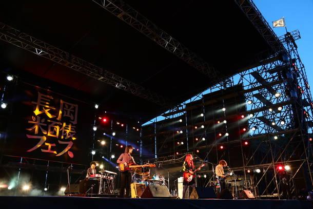10月6日『長岡 米百俵フェス ~花火と食と音楽と~ 2018』(GLIM SPANKY)