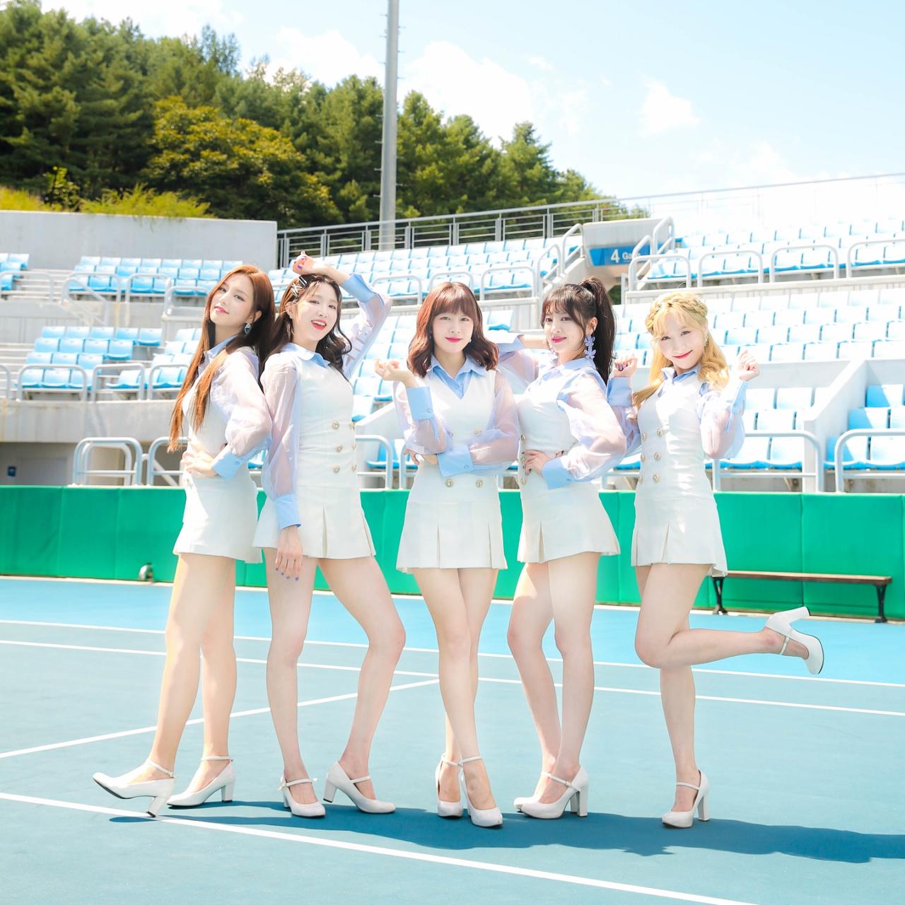 LABOUM:2014年8月デビュー。洗練されたビジュアルと、メンバー 全員が160cm以上という抜群のスタイルで話題をさらい、2ndミニ アルバムのタイトル曲「Hwi hwi」は人気音楽番組「ミュージックバンク」で2週連続1位を記録。今年11月「Hwi hwi」の日本語verをリリースし待望の日本デビュー。口笛の音と、歌詞とシンクロした キュートな振付けに注目!