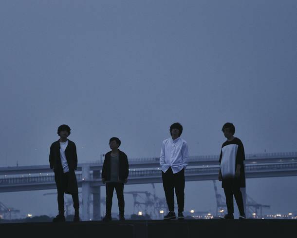 L→R 古閑翔平(Gu)、小野貴寛(Dr)、黒川侑司(Vo&Gu)、田中雄大(Ba)