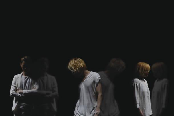 L→R tomo(Dr)、yu-ki(Vo&Gu)、an(Key)