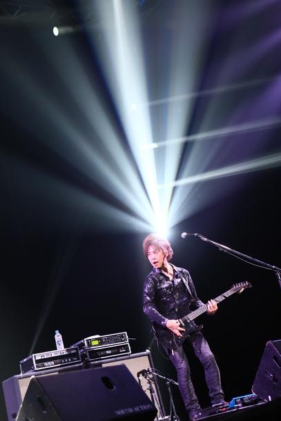 ギターの本田毅 (C)肉ロックフェス2015