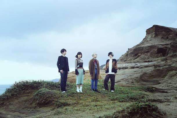 L→R 佐藤純一(key&cho)、towana(Vo)、kevin mitsunaga(Pc&Sampler)、yuxuki waga(Gu)