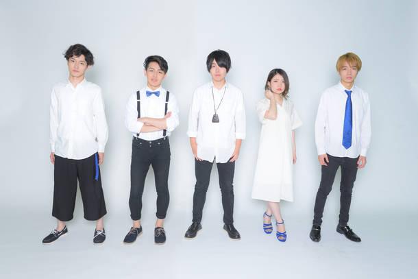 L→R Ryoyo(Ba)、Riku(Dr)、小原大河(Vo&Gu)、六華(Key&Cho)、利成(Gu)