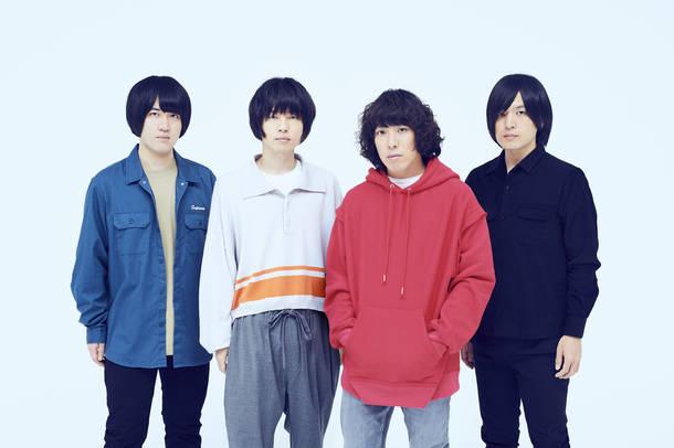 L→R 小泉貴裕(Dr)、飯田祐馬(Ba&Cho)、谷口 鮪(Vo&Gu)、古賀隼斗(Gu&Cho)