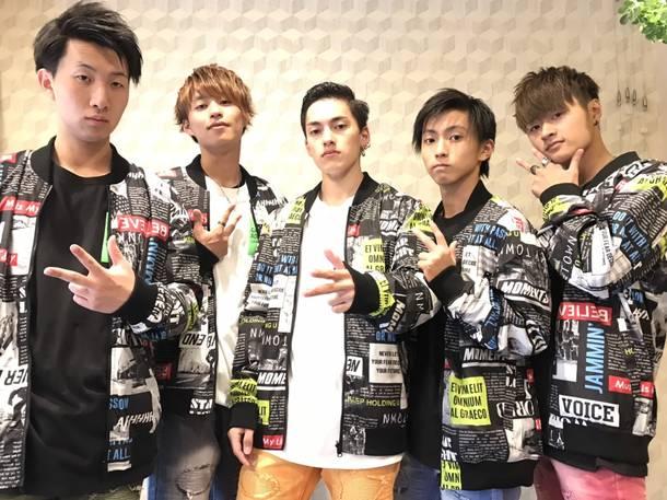 L→R TOMOYA、EISU、SEAN、YU-GA、TAKATO