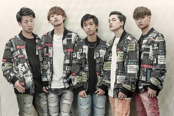 L→R TOMOYA、EISU、YU-GA、SEAN、TAKATO