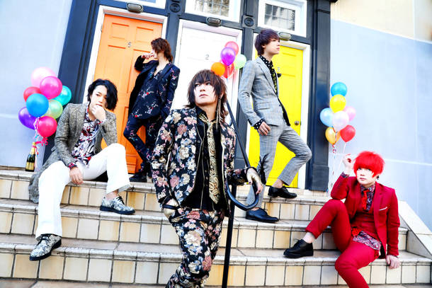 L→R まゆ(Gu)、Rei(Ba)、夕霧(Vo)、風弥~Kazami~(Dr&Piano)、なお(Gu)