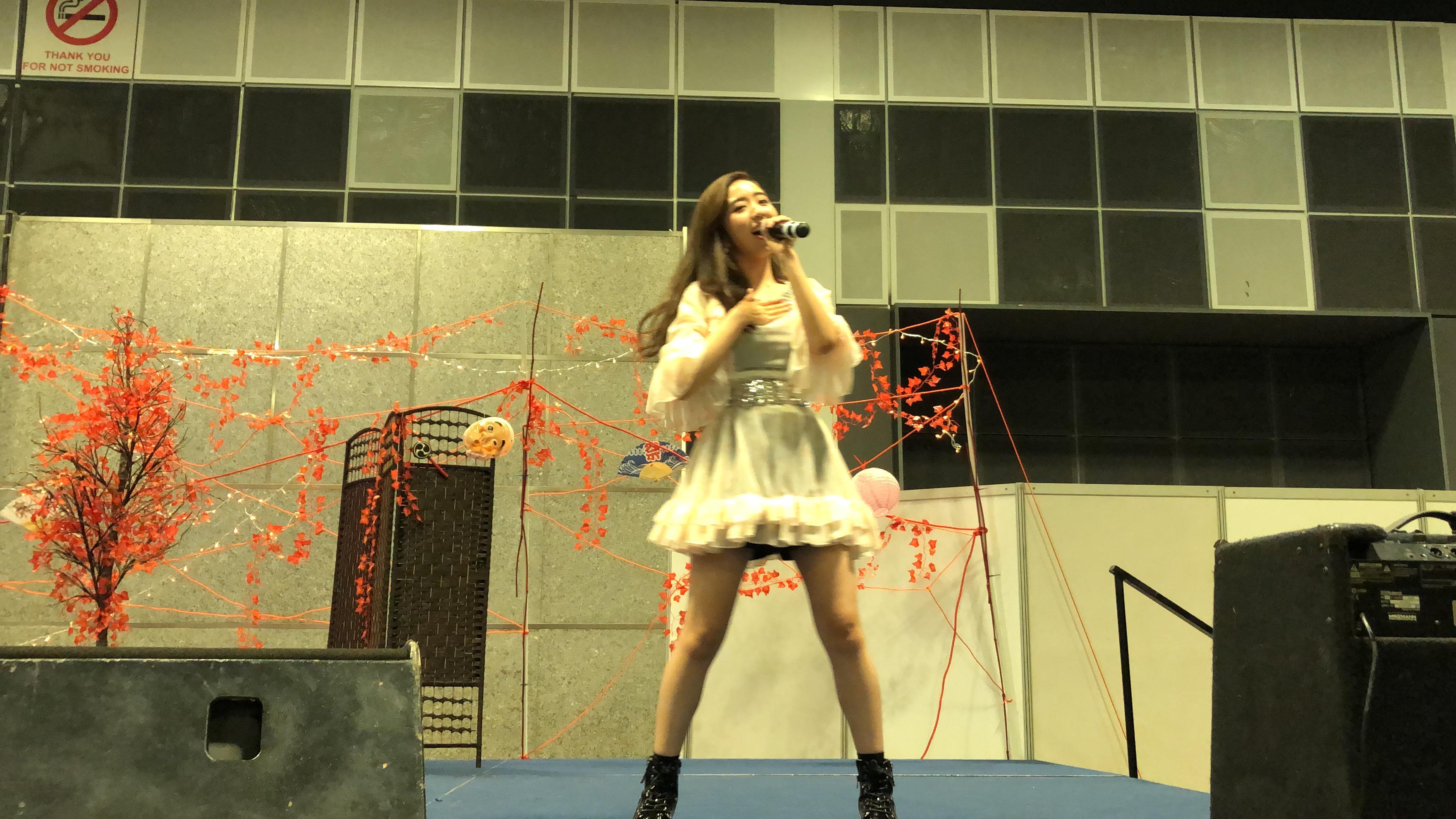 シンガポールの「EOY j-culture festival」で楽曲を披露する濵松里緒菜