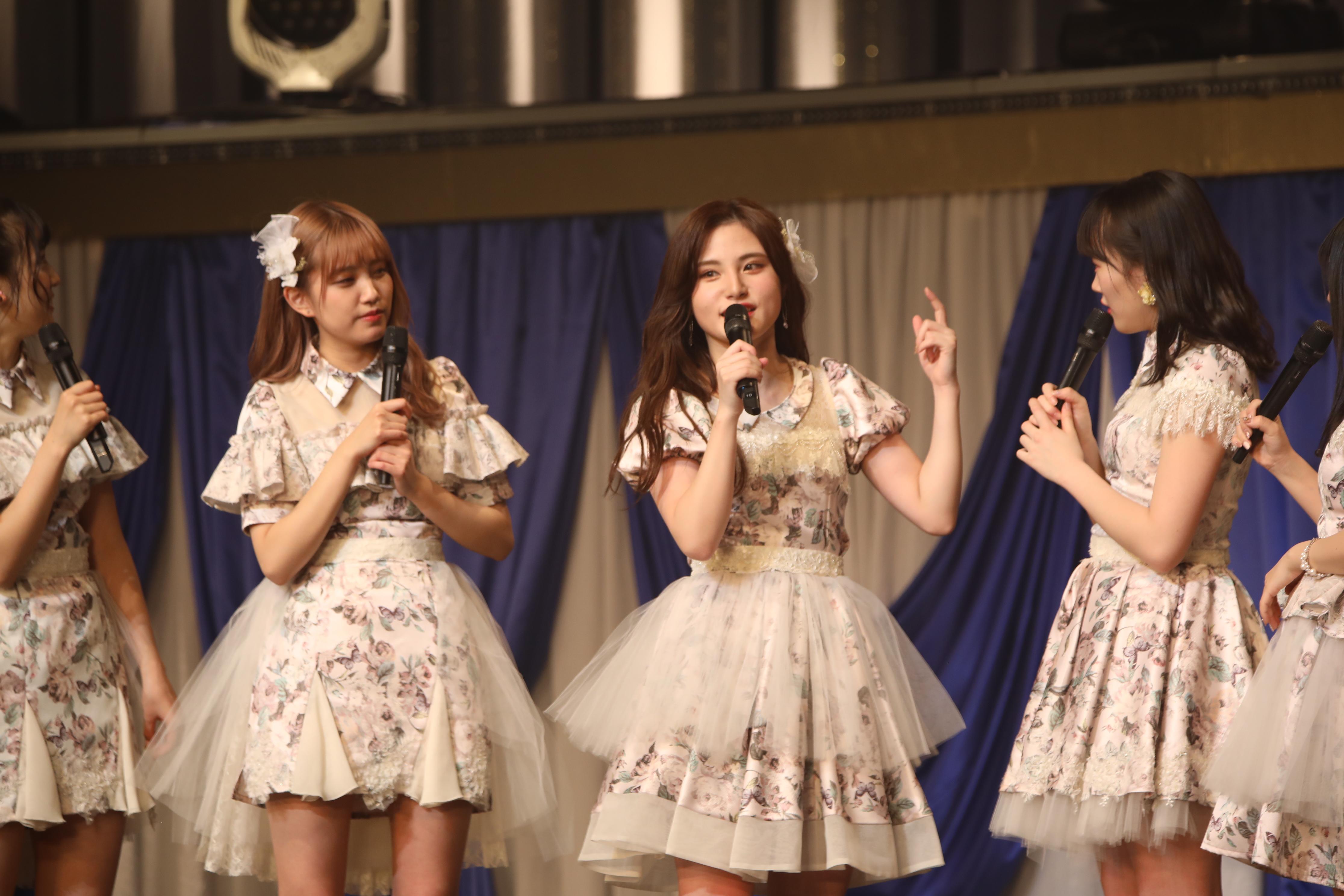 「AKB48チームA単独コンサート~美しき者たち~」でトークを仕切る谷川聖