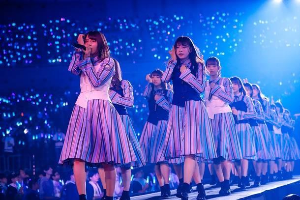 日向坂: 日向坂46、デビューに向けたカウントダウンライブを開催