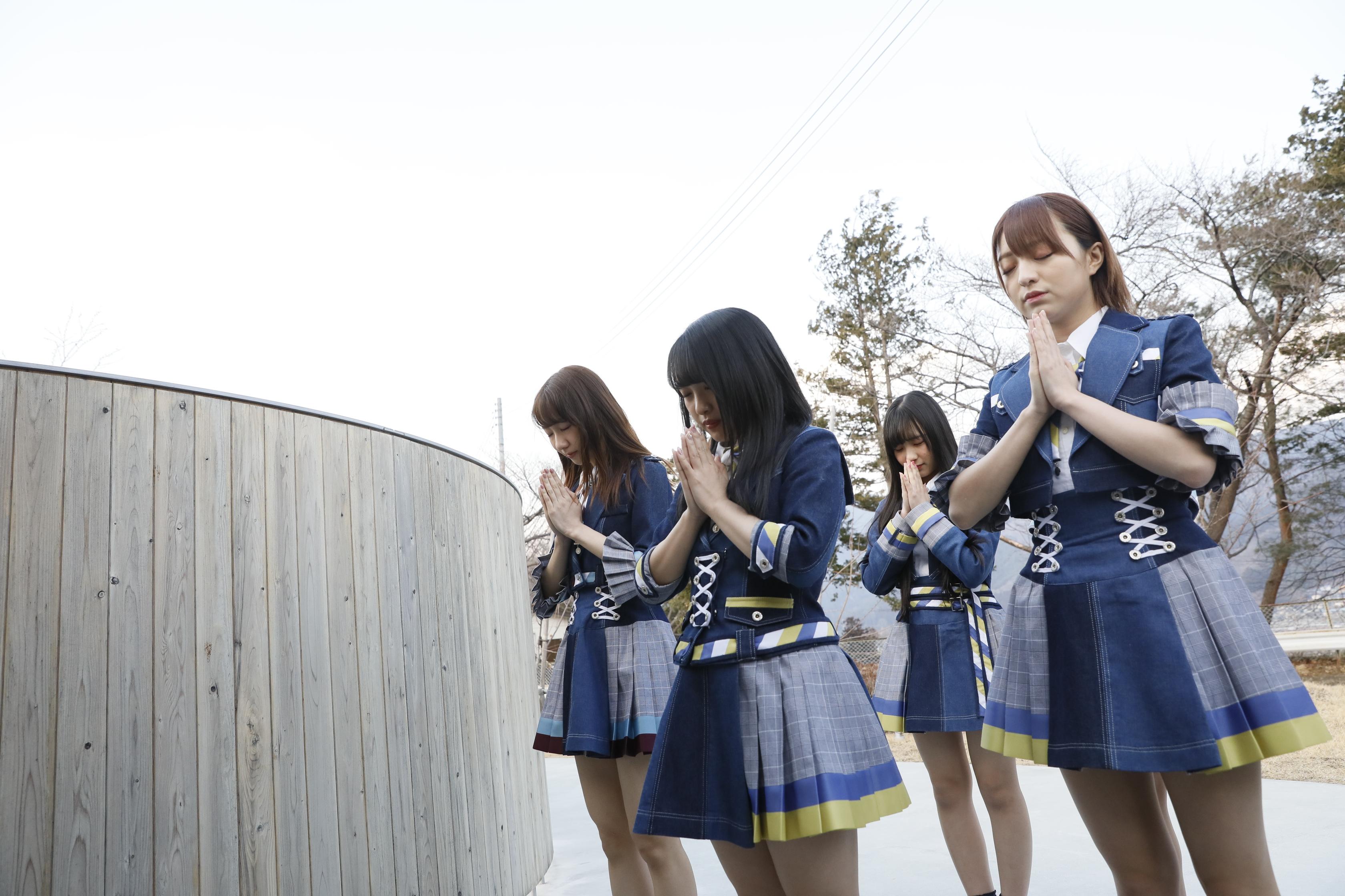 岩手県を訪問したAKB48グループメンバー 佐藤七海(右)