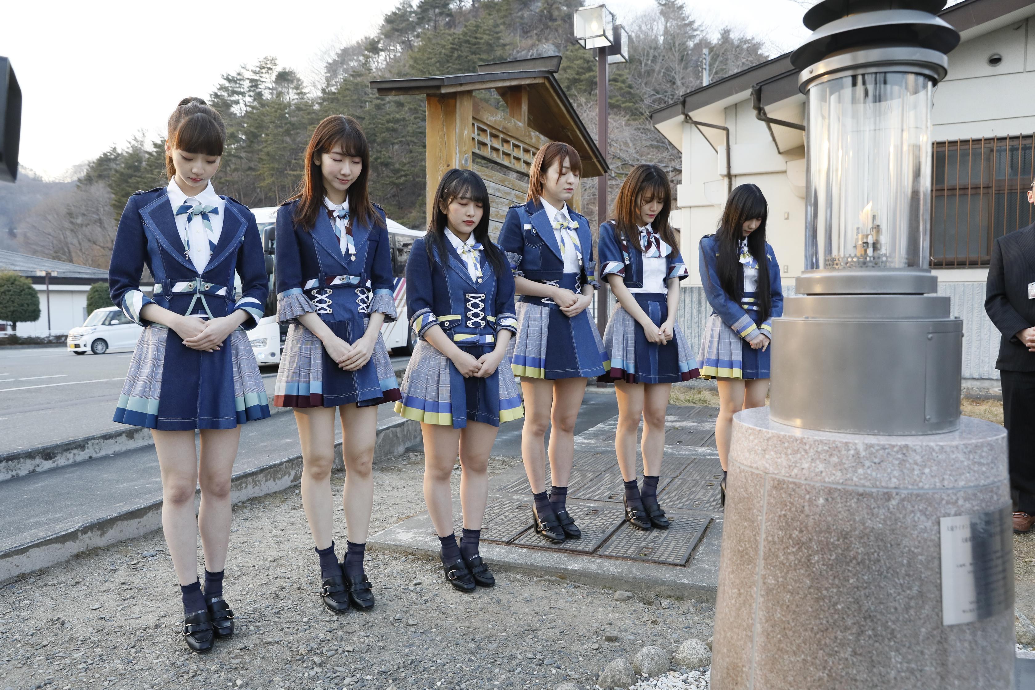 岩手県を訪問したAKB48グループメンバー 佐藤七海(右から3人目)