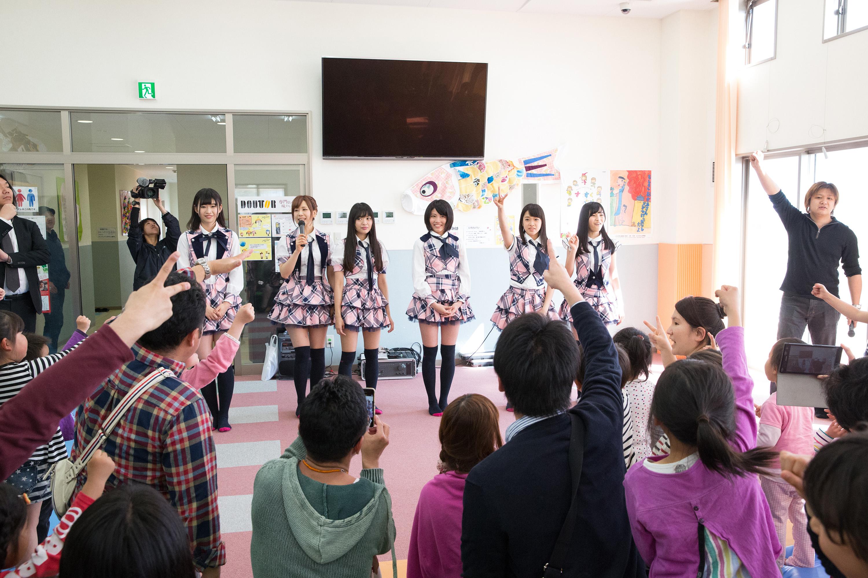 2015年4月26日 福島県広野町にて。佐藤朱(左)