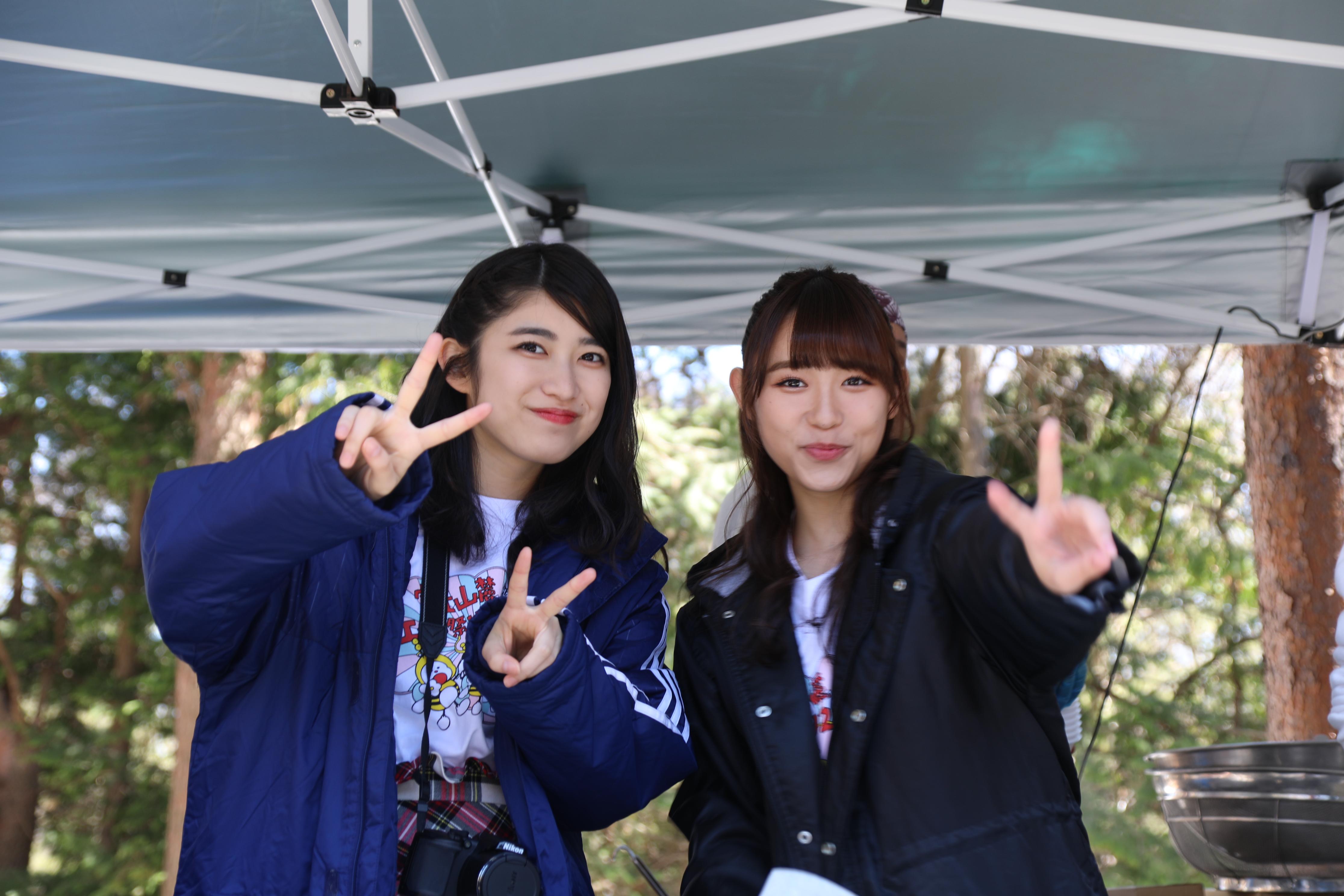 吉田華恋(左)