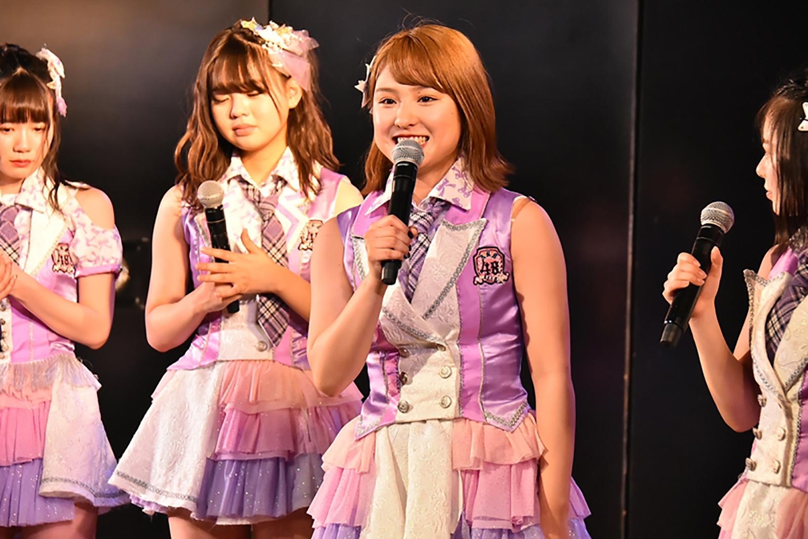 AKB48劇場で卒業発表をする山田菜々美