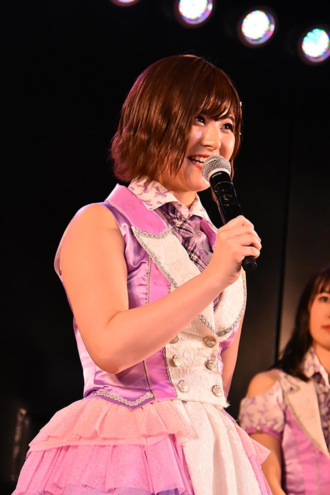劇場公演で卒業発表する佐藤栞