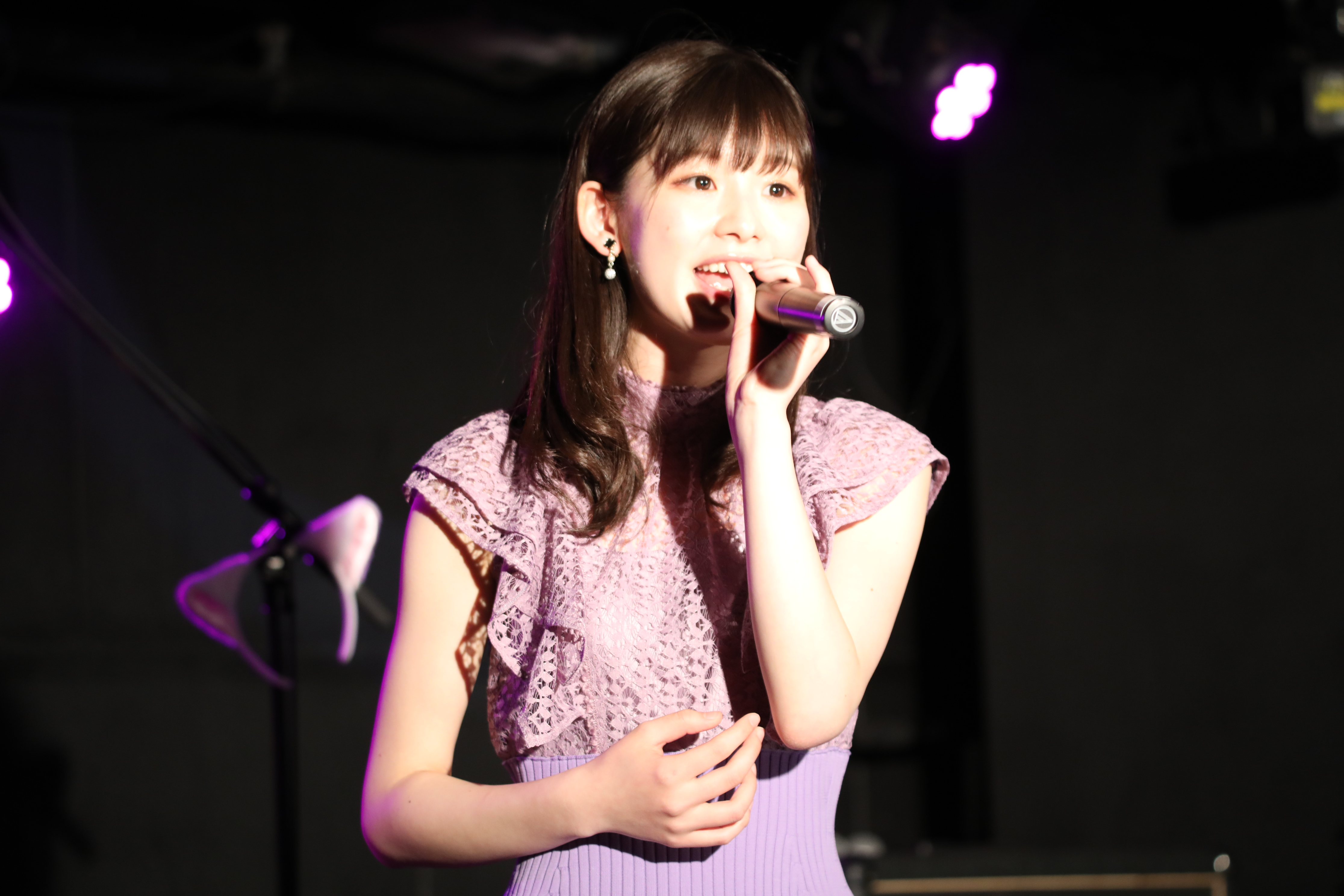 「M」を熱唱する浅井七海