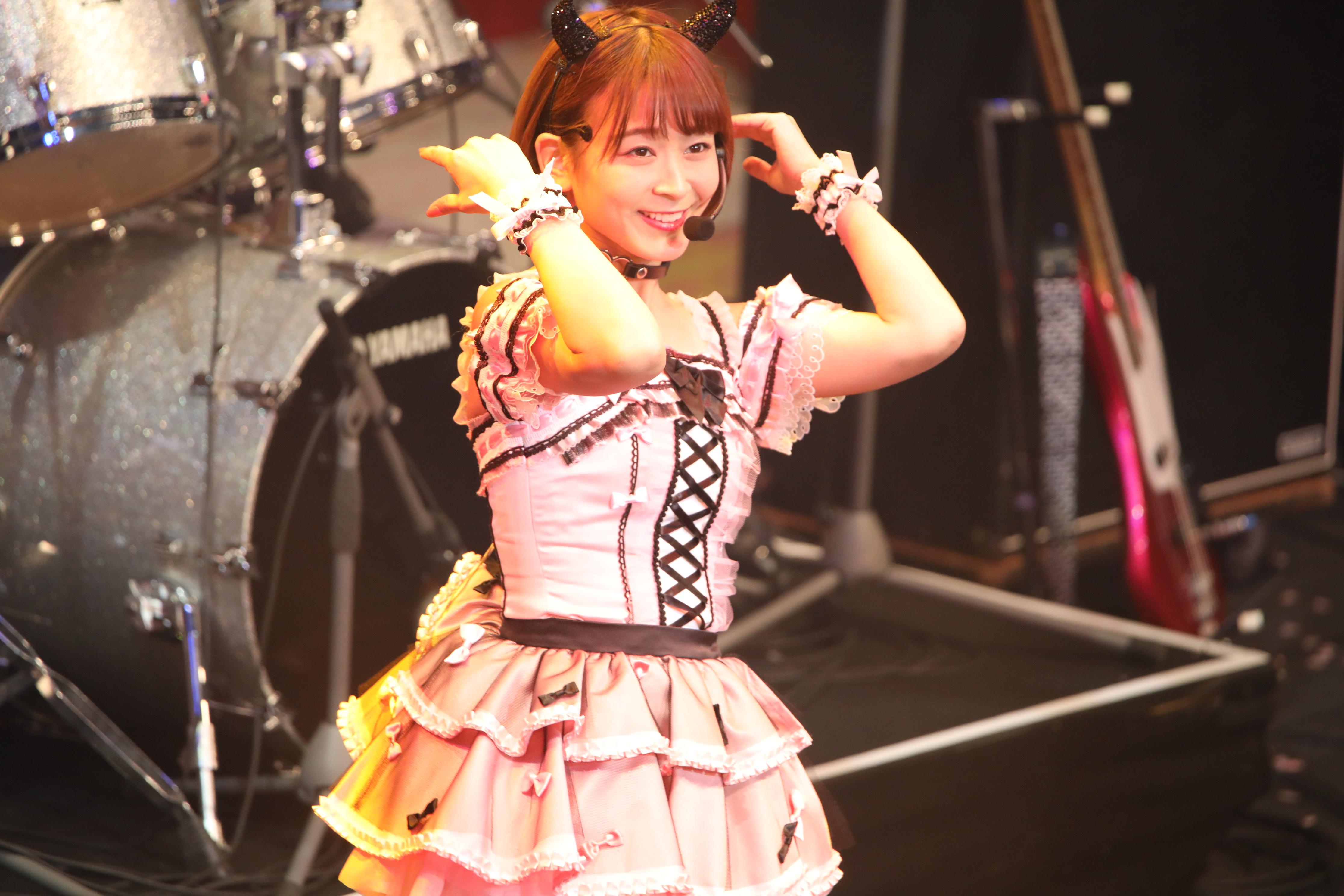チーム8結成5周年コンサートで『たなきー』を披露する太田奈緒