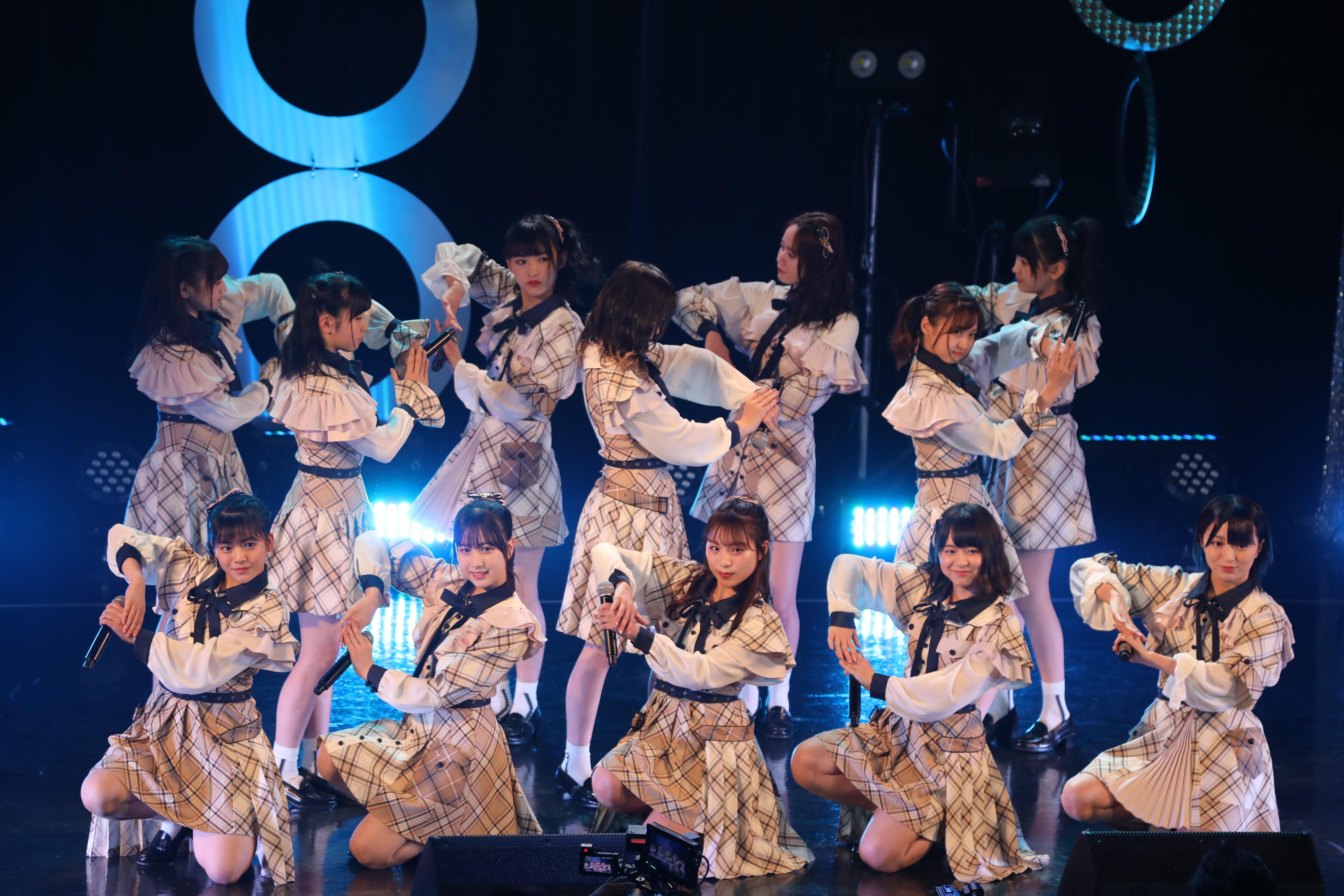 「@JAM 2019 Day2〜SUPER LIVE〜」で『蜂の巣ダンス』を披露するチーム8