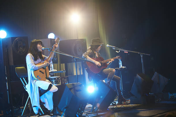 """【LOVE PSYCHEDELICO  ライヴレポート】 『LOVE PSYCHEDELICO  Premium Acoustic Live """"TWO OF US""""Tour 2019』 2019年5月26日  at 横浜LANDMARK HALL"""