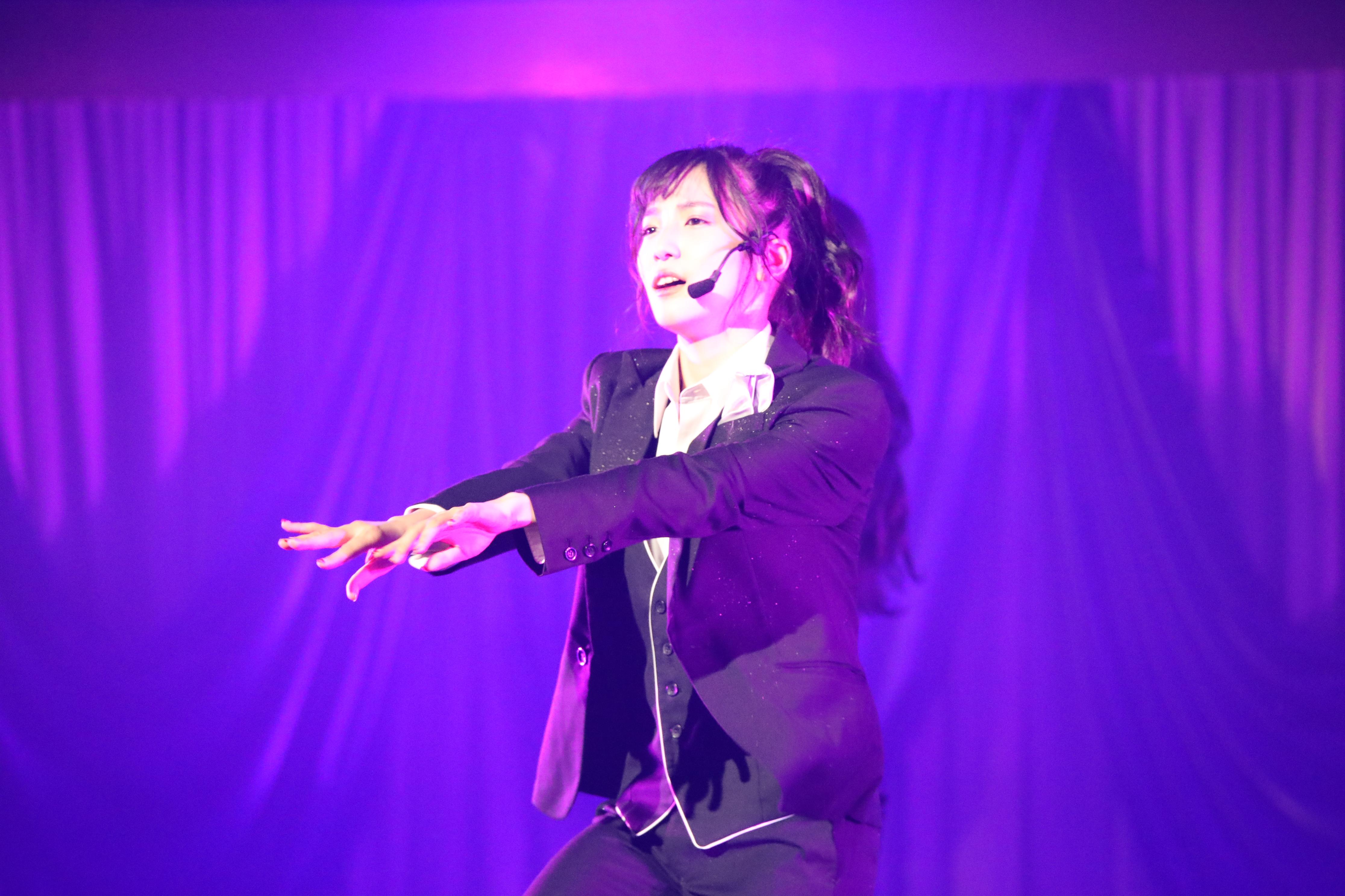 キレッキレのダンスを披露するAKB48チーム8下尾みう