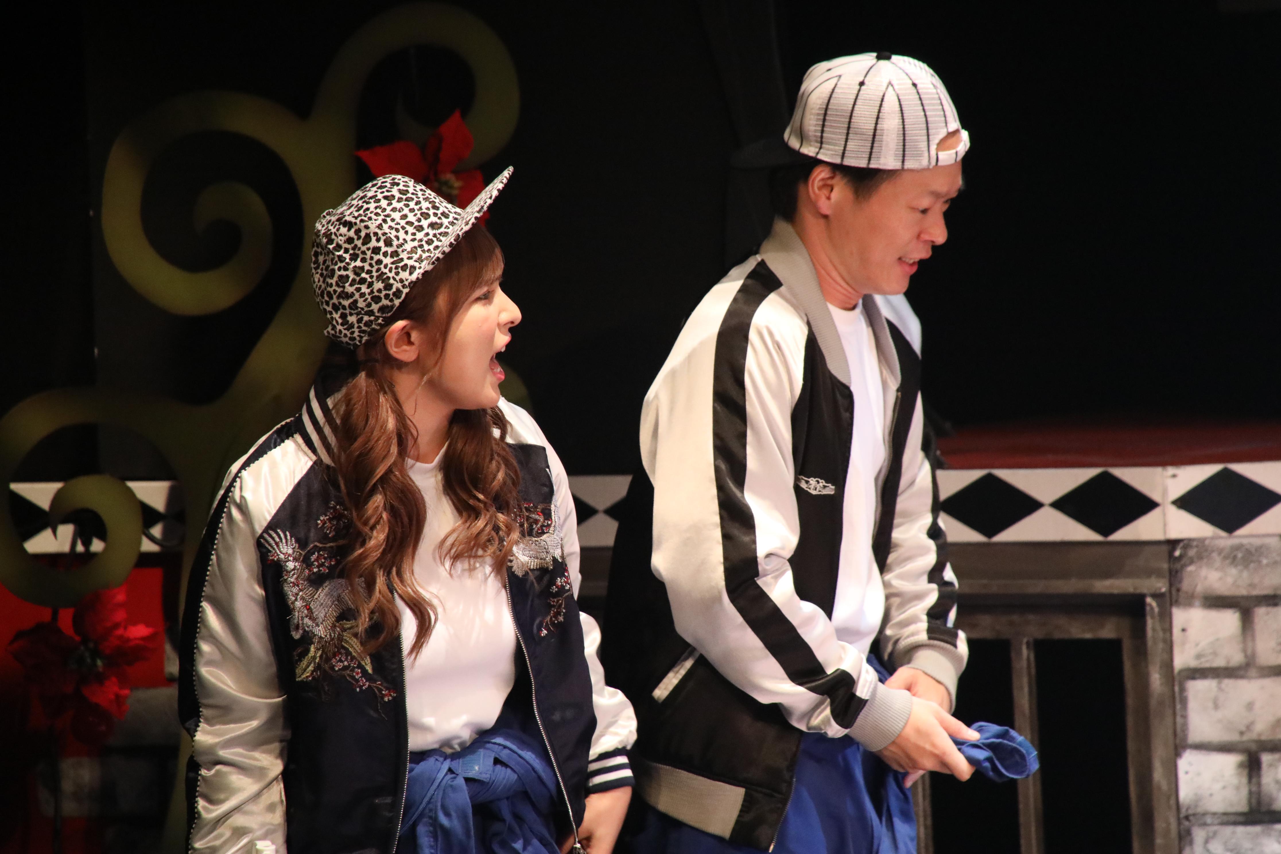 天馬役・與儀ケイラ(左)