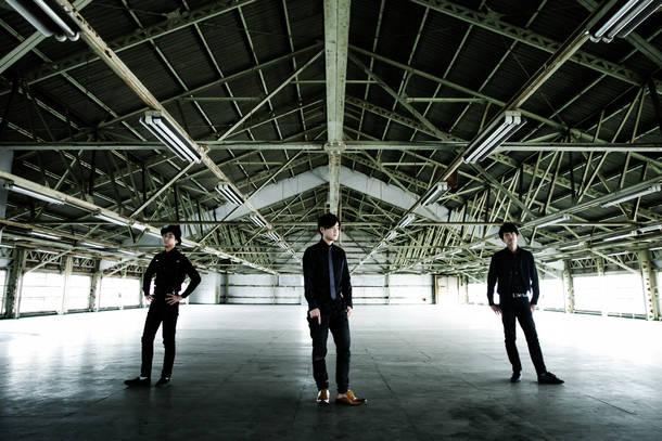 L→R 辻本健司(Ba)、花沢耕太(Vo&Piano)、山口教仁(Dr)