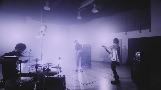 「Fly」MV
