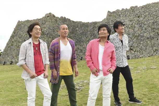 "L→R 寺田正美(Dr&Vo)、林 ""VOH"" 紀勝(Percussions&Vo)、根本 要(Vo&Gu)、柿沼清史(Ba&Vo)"