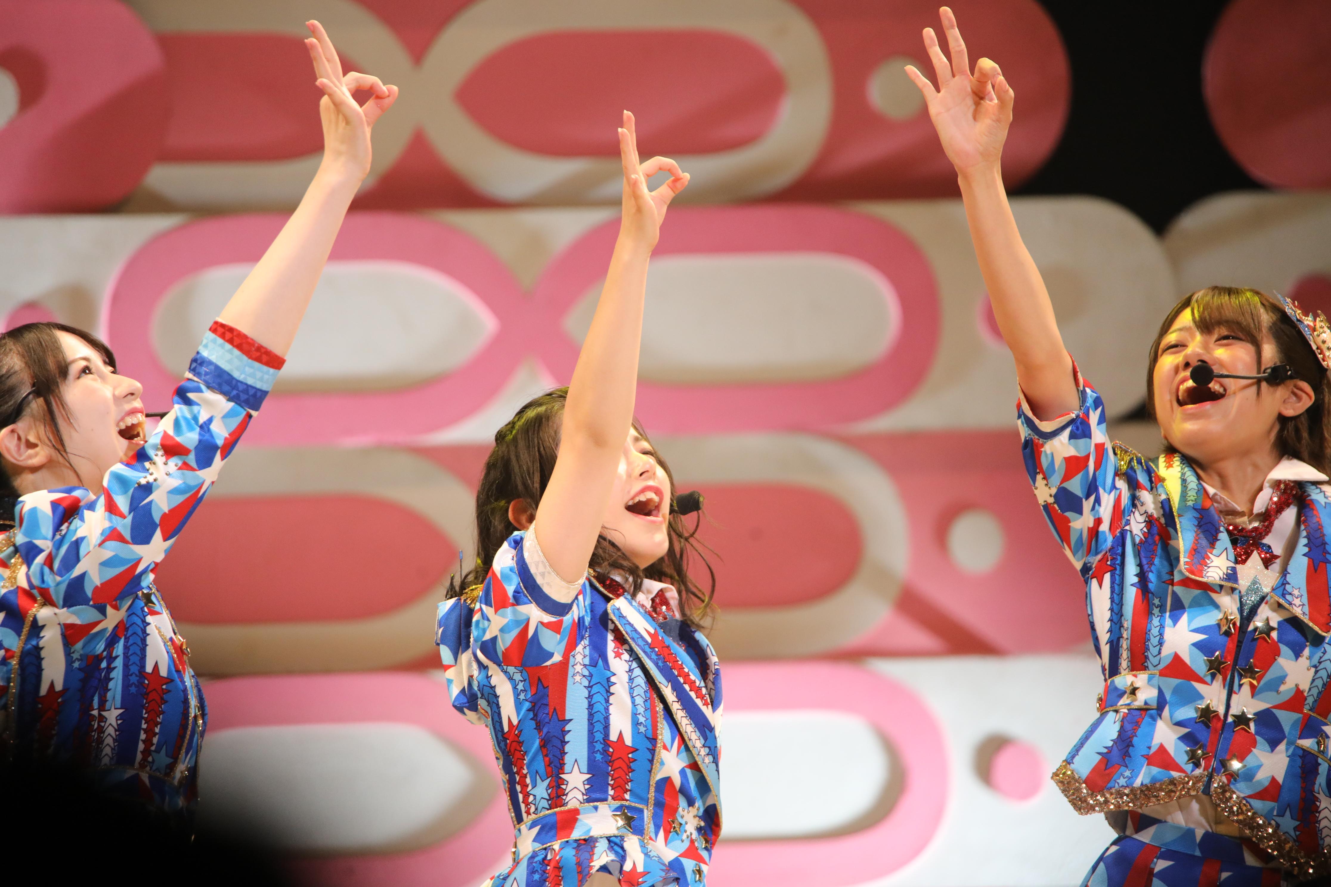 永野芹佳、濵咲友菜、大西桃香「よっしゃ!盛り上げるで!チーム8!」