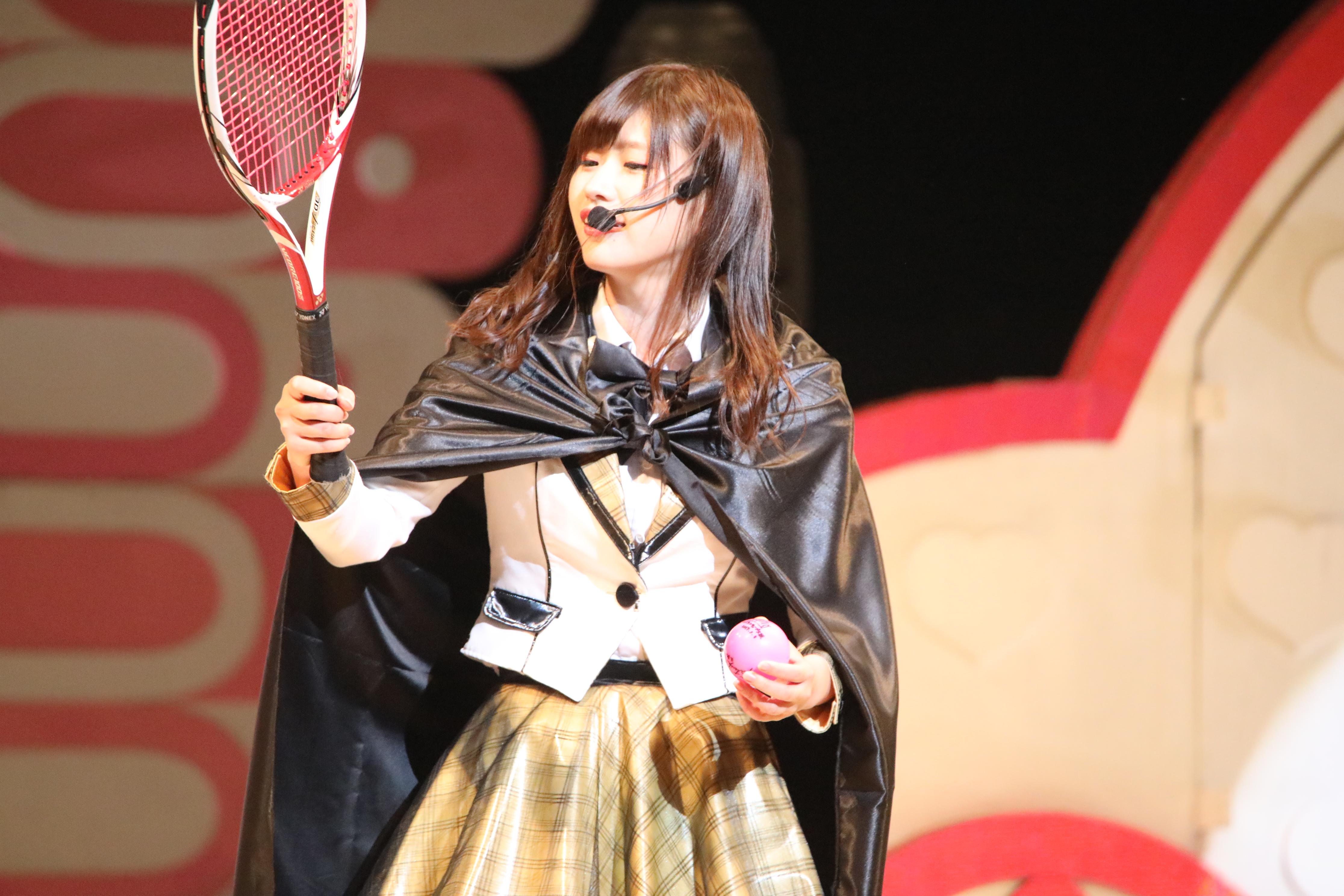 エイトの日での佐藤朱「このラケット、とっても打ちやすいな!どこのラケットだ?」