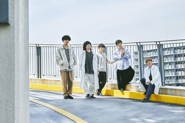 L→R 高橋 誠(Dr)、千野隆尋(Vo)、宇佐美友啓(Ba)、伊丸岡亮太(Gu)、岡﨑広平(Gu)