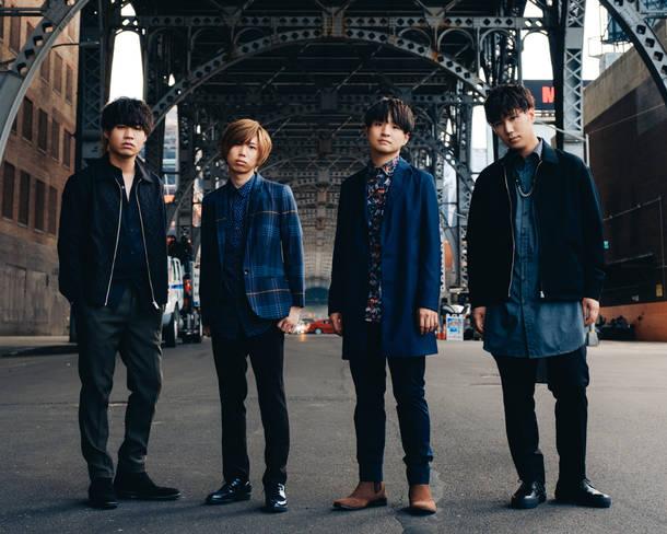 L→R 楢﨑誠(Ba&Sax)、小笹大輔(Gu)、藤原聡(Vo&Pf)、松浦匡希(Dr)