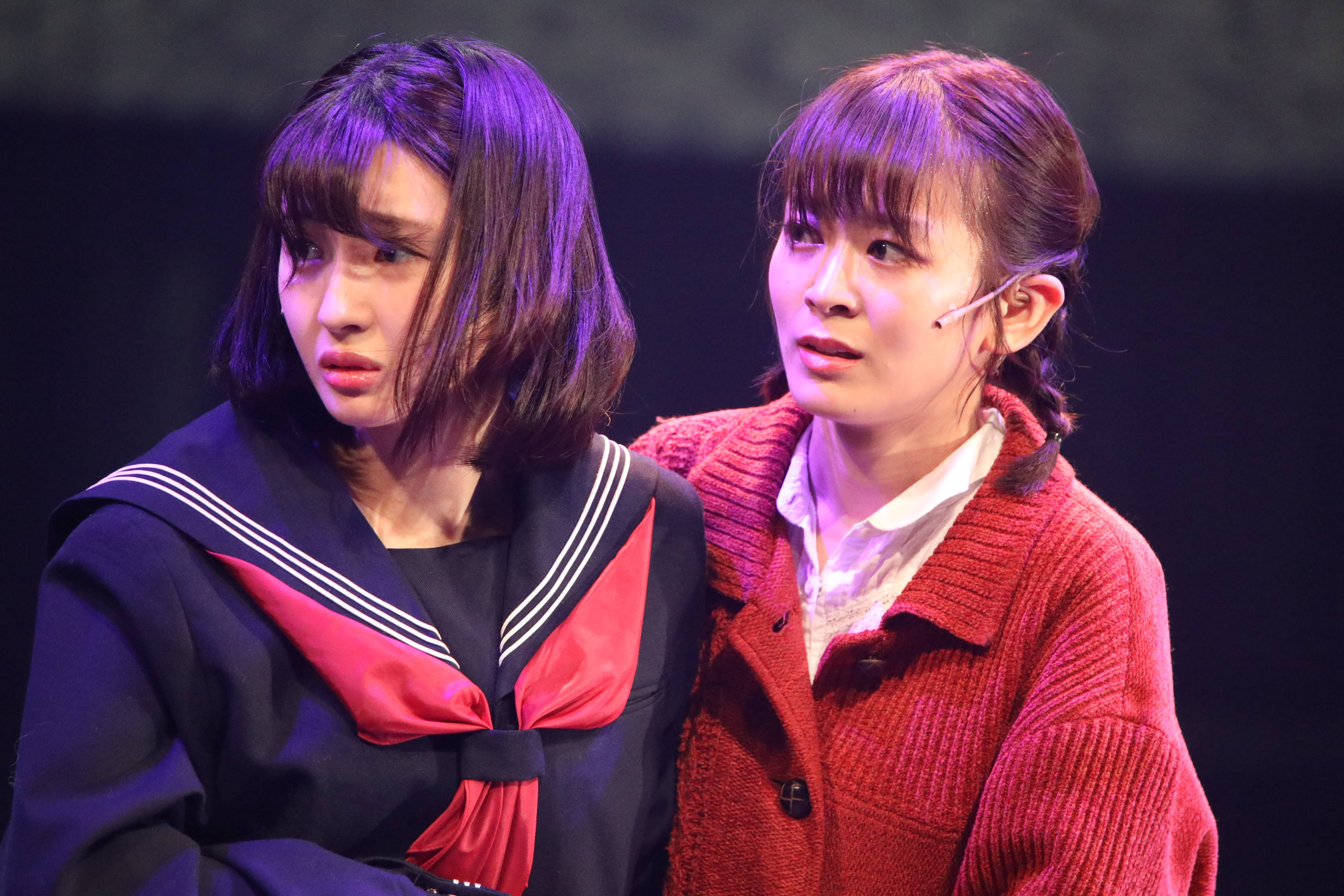 舞台「フラガール」で早苗を演じる太田奈緒(右)